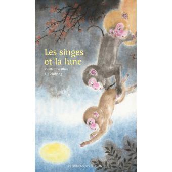 Les singes et la lune